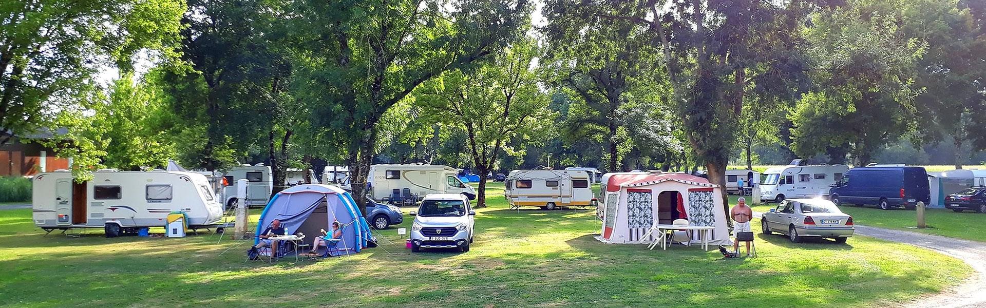Montignac-Charente-bandeau-camping-les-platanes