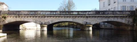 Montignac-Charente-bandeau-pont-central